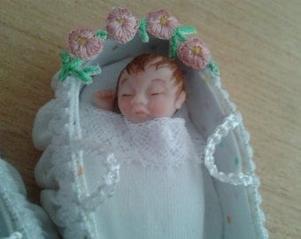 Minimariba dolls - Dollhouse baby in cradle - miniature dollhouse doll