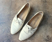 8 1/2 / Knot Loafers / Women's ivory leather Shoes / Vintage 90's Flats