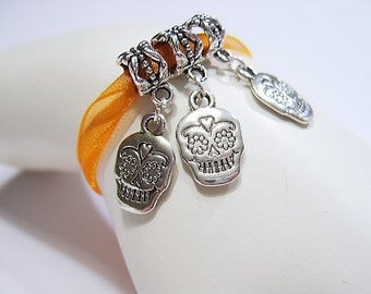 5 Tibetan Silver,  Double Sided, Day of the Dead, Sugar Skulls, European Charm Bracelet Beads / Pendants, Halloween, Dia de Muerte