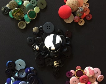 COLORFUL BUTTON LOT - Craft Buttons - 130 - Blue - Pink - Red - Green - Black