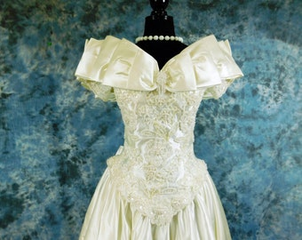 Vintage 80s Oleg Cassini princess style wedding gown Quinceanera dress  with beading, bustle and bows