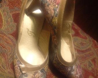 Tavini Vintage Tapestry Heels 9.5