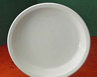 """Vintage CORNINGWARE PIE PLATE White w/Cover, 9 7/8"""" di x 1  3/8"""" deep, (Mrk 9 x 1 1/4, 309, Range, Microwave on Bottom) Exc Used Condition"""