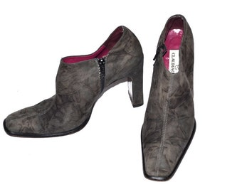 Vintage Claudia Ciuti Women 90s ankle booties brown suede leather made in Italy Size 7 1/2M comfortable high heels