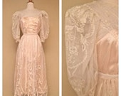 ON SALE Vintage Lace Wedding Dress with Short Sleeves in Ivory and Peach Size Small - Tea Length Knee Length Bridal Dress 50s 60s 70s Weddin