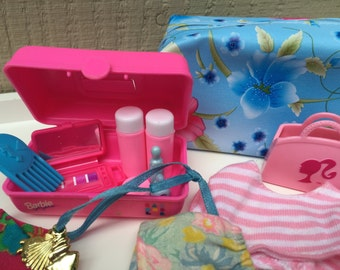 Barbie Doll House TROPICAL TRAVEL Gear VIGNETTE Room Furniture & Accessories Luggage Clothes Caboodle