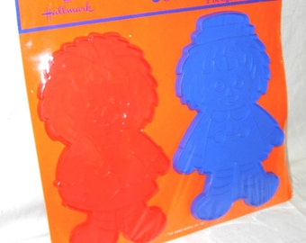 "1970's Hallmark Raggedy Ann & Andy Vintage Cookie Cutters Large 4 1/2"" X 8"" Size Original Package"