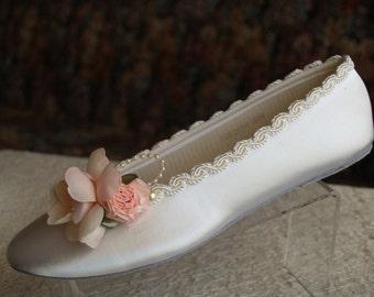 Blush Pink Satin Flats Shoes - Pink Bridal Flat shoes, Debutante, XV, Sweet 16, Off white shoes Blush Flowers, Feminine, Romantic Flats