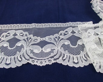 Wide Off White Lace - 4'