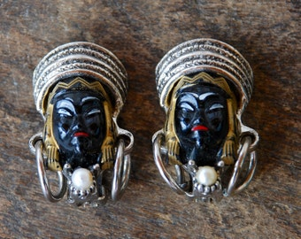 Vintage Selro Selini Clip On Earrings Asian Princess Black Painted Faces Silver Tone Faux Pearls Unsigned 1950's / Vintage Costume Jewelry