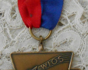Medal with ribbon singing bird