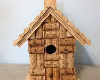 bouchons en li ge et maison d 39 oiseau bois par lesliescorkcreations. Black Bedroom Furniture Sets. Home Design Ideas