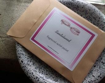 Sachet Sandalwood Scented Unisex Male Stocking Stuffer Gift for Coworker Aromatherapy Home Fragrance Drawer Liner Air Freshener For Bedroom