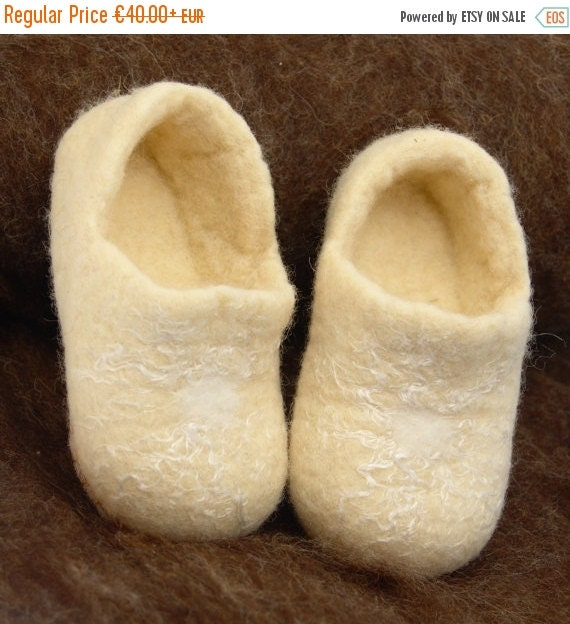 SALE Felted wool baby clogs - white slippers fro children - wool booties for toddlers