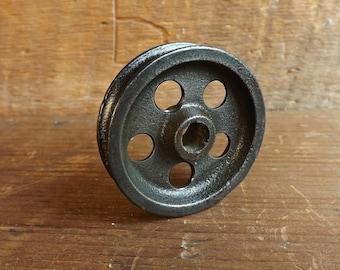 Vintage pulley wheel Cast iron Steampunk Pendant light Industrial pulley Barn door pulley Farmhouse decor Door track roller Vintage casters