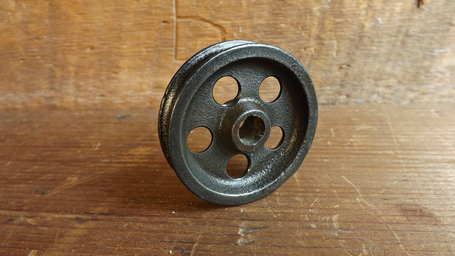 Vintage pulley wheel cast iron steampunk pendant light for Uses for old pulleys