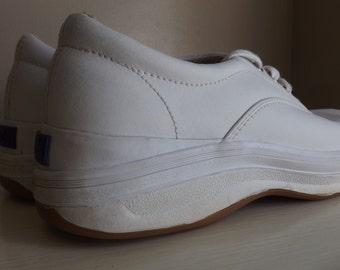 1990s Vintage White Leather Keds. Vintage Keds. Vintage Shoes. Vintage Tennis Shoes. Vintage Sneakers.