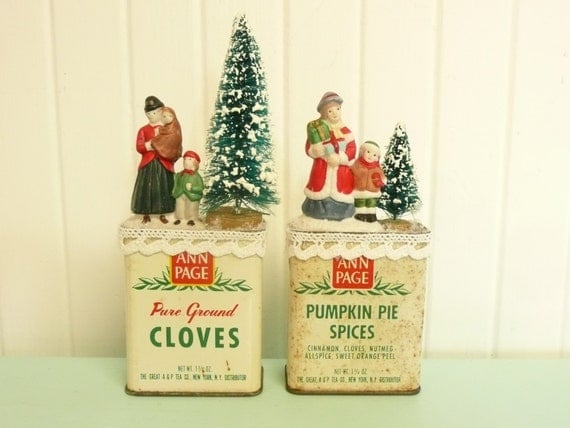 Set repurposed vintage spice tins w bottle brush trees for Decorating tins for christmas