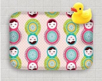 Alfombra de baño de espuma de memoria | Alfombra de baño de muñeca rusa | Muñecas de Matryoshka | Polka Dots | Decoración de baño personalizado | Niños baño Decor | Arte funcional debajo de 50