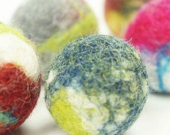 Cat toy. Felted wool ball. 5 pieces. Handmade from ecological wool. Felted. Free shipping.