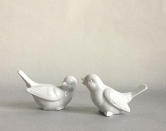 OMC Pair of white porcelain birds, BEAUTIFUL!