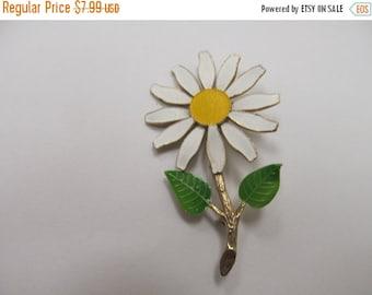 On Sale Vintage Enameled Metal Daisy Pin Item K # 40
