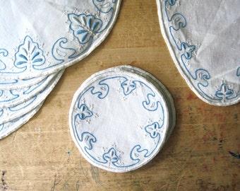 Embroidered Dresser Scarf Set, Linen Dresser Scarf, Blue and White Doilies, Linen Runner, 11 Piece Set, Vintage Linens, Bedroom Dresser Set