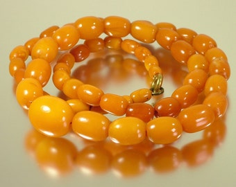 Vintage antique estate jewelry, Art Deco 1920s 1930s natural Baltic butterscotch / toffee amber bead necklace - 13 grams