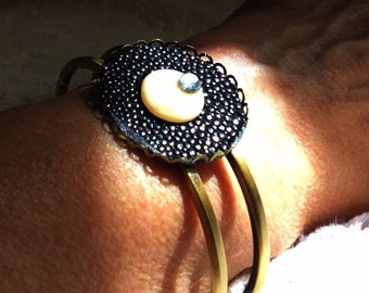Oval bracelet black shagreen and rings matched