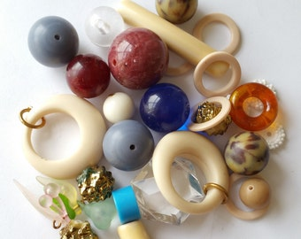 Mix of vintage plastic beads rings
