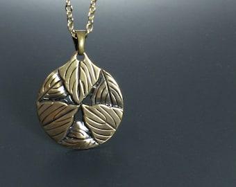Japanese jewelry Japanese kamon necklace Medallion pendant