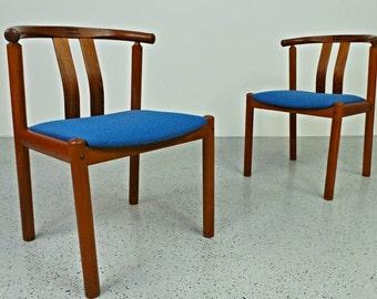 Pair mid century Danish modern teak blue tweed Wegner style wishbone chairs