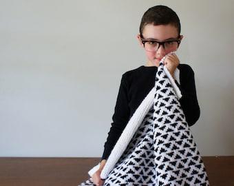 "DIY Knitting PATTERN - Triangle Baby Blanket - 33"" x 35"" (2016014)"