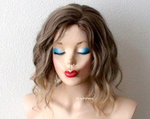 Ombre wig. Brown / blonde Ombre wig. Short wig. Beach waves hairstyle wig. Durable Natural looking Lob hairstyle wig.