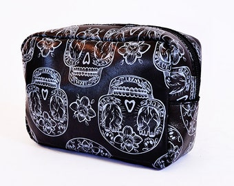 MAKE UP BAG // Black and grey with mexican skulls