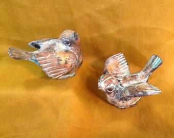 Pair of brass metal sculpture bird figurines gold green verdigris finish metalwork art woodland rustic cottage chic collectible home decor