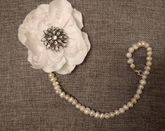 Pearl Pacifier Clip With White Flower