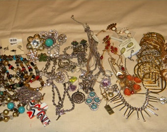 HUGE  Wholesale, Resale (JL10) New- Refurbish lot of Great quality Necklaces and Jewelry items High Fashion lot