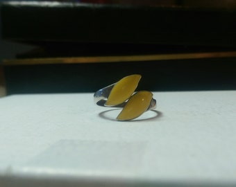 Vintage Siam Sterling Ring Yellow leaf design size 7.5