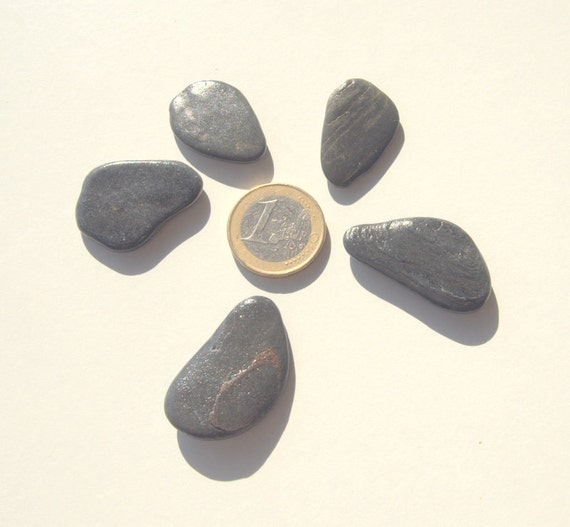 5 large flat anthracite pebbles beach stones craft for Flat stones for crafts