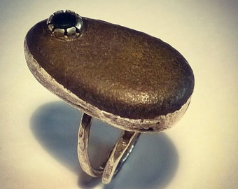 Valentine's gifts .handmade unique pebbles ring ,emerald. . shipping free.