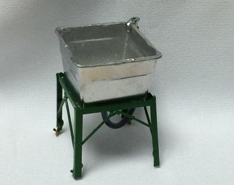"""Dollhouse Miniature Vintage Wash Basin   1"""" scale (PT)"""