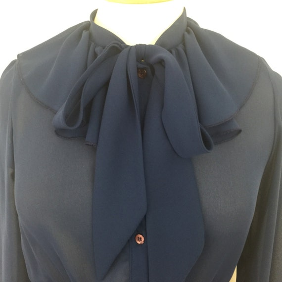Vintage shirtwaister sheer navy chiffon frilly collar pussy bow tie sexy Mad Men daydress blue shirt dress UK 14 16 1970s does 1940s