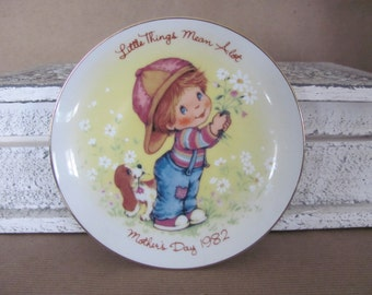 Vintage Avon Plate, 1982 Avon Mother's Day Plate, Little Things Mean A Lot, Avon Collectible Plate, Cottage Decor, Mother's Day Gift