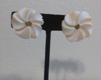 Ivory Floral 14kt Gold Nugget Earrings