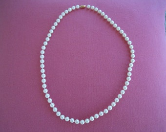 GORGEOUS VINTAGE Pearl Necklace, ELEGANT and Dramatic, 12 Inches Long