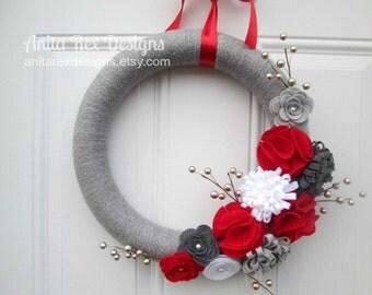 Christmas Wreath, Christmas Yarn Wreath, Holiday Wreath, Christmas Decor, Silver and Red, Handmade Wreath