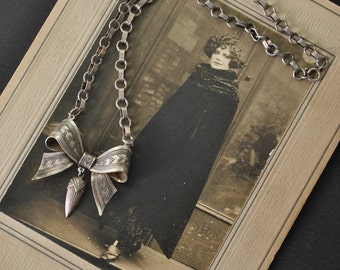 1930s Silver Bow Necklace