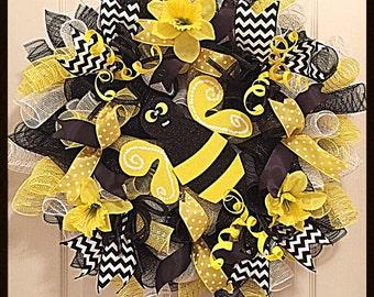 Bumble Bee Daffodil Deco Mesh Wreath/Black and Yellow Bumble Bee Wreath/Bumble Bee Wreath/Yellow Daffodil Wreath