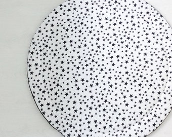 Round baby playmat with black and white star print